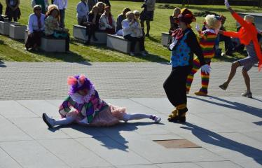 """Tarptautinis mėgėjų teatrų festivalis """"ARTimi"""" (2016) - Festivalio atidarymas - Klounai"""