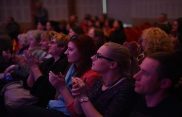 """Tarptautinis mėgėjų teatrų festivalis """"ARTimi"""" (2017) - Spektaklis """"13 su puse dainų apie meilę Jam ir Jai"""" - Publika"""