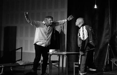 """Tarptautinis mėgėjų teatrų festivalis """"ARTimi"""" (2017) - Spektaklis """"Emigrantai"""" - Aktoriai Linas Pauliukas, Jonas Buziliauskas"""