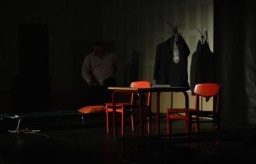 """Tarptautinis mėgėjų teatrų festivalis """"ARTimi"""" (2017) - Spektaklis """"Emigrantai"""" - Spektaklio akimirka"""