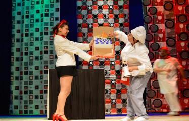 """Tarptautinis mėgėjų teatrų festivalis """"ARTimi"""" (2017) - Spektaklis """"Pizza"""" - Spektaklio akimirka"""