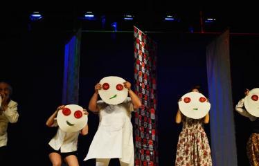 """Tarptautinis mėgėjų teatrų festivalis """"ARTimi"""" (2017) - Spektaklis """"Pizza"""" - Spektaklio """"Pizza"""" akimirka"""