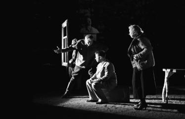 """Tarptautinis mėgėjų teatrų festivalis """"ARTimi"""" (2017) - Spektaklis """"Prieblandoje"""" - Aktoriai iš kairės i dešinę: I. Gražytė, Ž.P. Smalskas, T. Pajuodis, A. Pajarskienė"""
