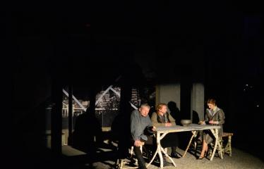 """Tarptautinis mėgėjų teatrų festivalis """"ARTimi"""" (2017) - Spektaklis """"Prieblandoje"""" - Aktoriai iš kairės į dešinę: Žilvinas Pranas Smalskas, Audronė Pajarskienė, Ieva Gražytė"""