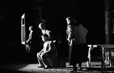 """Tarptautinis mėgėjų teatrų festivalis """"ARTimi"""" (2017) - Spektaklis """"Prieblandoje"""" - Aktoriai iš kairės į dešinę: I. Gražytė, Ž.P. Smalskas, T. Pajuodis, A. Pajarskienė"""