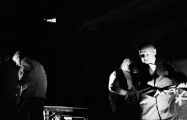 """Tarptautinis mėgėjų teatrų festivalis """"ARTimi"""" (2017) - Spektaklis """"Prieblandoje"""" - Aktoriai iš kairės į dešinę: Žilvinas Pranas Smalskas, Gintautas Eimanavičius, Jonas Buziliauskas"""
