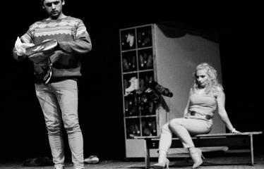 """Tarptautinis mėgėjų teatrų festivalis """"ARTimi"""" (2017) - Spektaklis """"Čiuožianti"""" - Aktoriai iš kairės į dešinę: Normunds Karpičs, Elita Medne (Latvija)"""