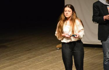 """Tarptautinis mėgėjų teatrų festivalis """"ARTimi"""" (2017) - Spektaklis """"Čiuožianti"""" - Aktorė Ilze Cimermane (Latvija)"""