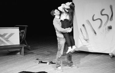"""Tarptautinis mėgėjų teatrų festivalis """"ARTimi"""" (2017) - Spektaklis """"Čiuožianti"""" - Aktoriai Andis Lācis ir Ilze Cimermane (Latvija)"""