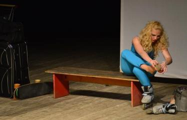 """Tarptautinis mėgėjų teatrų festivalis """"ARTimi"""" (2017) - Spektaklis """"Čiuožianti"""" - Aktorė Elita Medne (Latvija)"""