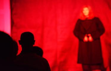 """Tarptautinis mėgėjų teatrų festivalis """"ARTimi"""" (2017) - Spektaklis """"Ne aš"""" - Spektaklio """"Ne aš"""" akimirka"""