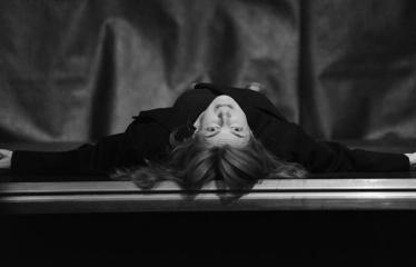 """Tarptautinis mėgėjų teatrų festivalis """"ARTimi"""" (2017) - Spektaklis """"Ne aš"""" - Aktorė Laura Varnauskaitė"""