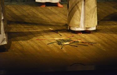 """Tarptautinis mėgėjų teatrų festivalis """"ARTimi"""" (2017) - Spektaklis """"Undeniu, ugniu, žalynais"""" - Spektaklio akimirka"""