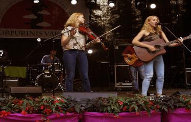 """Festivalis """"Purpurinis vakaras"""" (2017) - Penktadienio vakaro Didysis koncertas - Grupė """"Baltos varnos"""""""