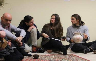 Sutartinių ir arbatos magija - Renginio svečiai ragauja žolelių arbatos