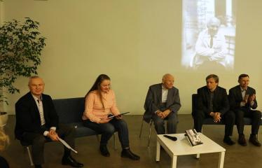 """Bronislovo Genzelio knygos """"Politikos laisvamanio užrašai: sovietmetis, Sąjūdis, nūdiena"""" pristatymas ir diskusija - Bronislavas Genzelis ir autoriaus knygos bendraminčiai"""
