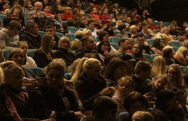 """Troškūnų vaikų ir jaunimo teatro studijos """"Mes"""" spektaklis """"Vienos nakties istorija"""" - Publika"""