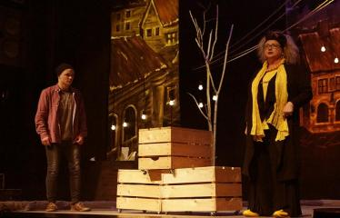 """Troškūnų vaikų ir jaunimo teatro studijos """"Mes"""" spektaklis """"Vienos nakties istorija"""" - Aktoriai Audronė Pajarskienė ir Aurimas Bareikis"""