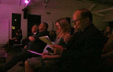 """Bibliotekos 80-ojo gimtadienio šventė - Bibliotekos jubiliejinis vakaras / Muzikinis sveikinimas """"Gražioji Amerikos klasika"""" - Romas Kutka pasakoja apie Anykščių miesto bibliotekos istoriją"""