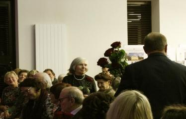 """Bibliotekos 80-ojo gimtadienio šventė - Bibliotekos jubiliejinis vakaras / Muzikinis sveikinimas """"Gražioji Amerikos klasika"""" - Gėlės vyresniosios kartos bibliotekininkėms"""
