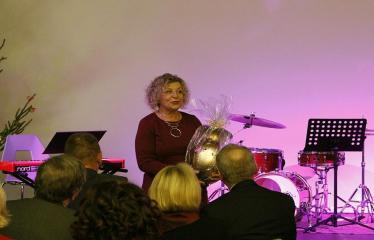 """Bibliotekos 80-ojo gimtadienio šventė - Bibliotekos jubiliejinis vakaras / Muzikinis sveikinimas """"Gražioji Amerikos klasika"""" - Anykščių kultūros centro direktorė Dijana Petrokaitė"""
