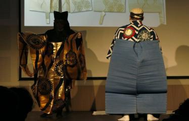 Japoniškų šokių, tradicinio teatro grimo ir kimono pristatymas - Takamasa Fudžima velkasi pagrindinį kostiumą