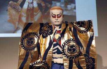 Japoniškų šokių, tradicinio teatro grimo ir kimono pristatymas - Takamasa Fudžima su teatro kostiumu