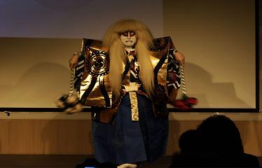 Japoniškų šokių, tradicinio teatro grimo ir kimono pristatymas - Aktoriaus pasirodymas - Šokis