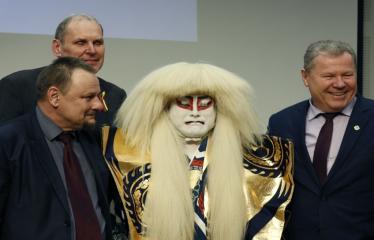 Japoniškų šokių, tradicinio teatro grimo ir kimono pristatymas - Sigutis Obeliavičius, aktorius Takakage Fudžima ir Kęstutis Tubis