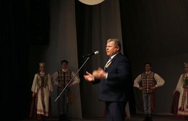 """Lietuvos valstybės atkūrimo diena Anykščiuose (2018) - Šimtmečio anykštėno ženklo įteikimas ir AKC Meno mėgėjų koncertas """"Man gera čia gyventi, nes..."""" - Anykščių miesto meras Kęstutis Tubis"""