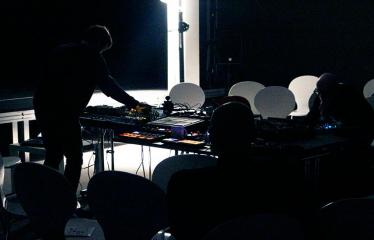 """Garso meno ir eksperimentinės muzikos renginių ciklas """"Susikirtimai"""" (2018) - Akusmatinės muzikos koncertas - Kojos Sopa"""