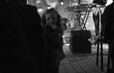 """Tarptautinė edukacinė stovykla - festivalis """"Troškimai"""" (2018) - Grupės """"Kamanių šilelis"""" gyvo garso koncertas - Koncerto akimirka"""