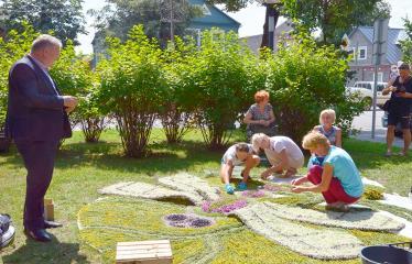 """Anykščių miesto šventė (2018) - """"Anykščių glėbyje"""" - Pilna programa - Kęstutis Tubis bendrauja su floristinių kilimų kūrėjais"""