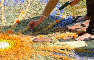 """Anykščių miesto šventė (2018) - """"Anykščių glėbyje"""" - Pilna programa - Mažeikių rajono klubo """"Mano namai"""" floristinio kilimo fragmentas"""