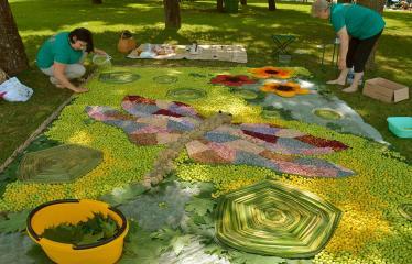 """Anykščių miesto šventė (2018) - """"Anykščių glėbyje"""" - Pilna programa - Naujųjų Elmininkų bendruomenės floristinis kilimas"""