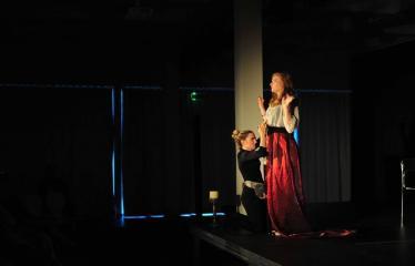 """Šiaurės Europos šalių mėgėjų teatro aljanso (NEATA) festivalis """"Baltijos skrydis"""" - Spektaklis """"Kas kur"""" - Akimirka"""