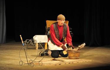 """Šiaurės Europos šalių mėgėjų teatro aljanso (NEATA) festivalis """"Baltijos skrydis"""" - Spektaklis """"Meška"""" - Akimirka"""
