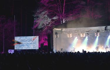 """Festivalis """"Purpurinis vakaras"""" (2018) - Festivalio pabaigos koncertas - Aistė Smilgevičiūtė ir grupės """"Skylė"""" koncertinė programa BROLIAI"""