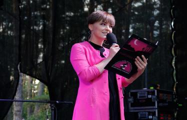 """Festivalis """"Purpurinis vakaras"""" (2018) - Festivalio pabaigos koncertas - Koncerto vedėja Raminta Naujenytė – Bjelle"""