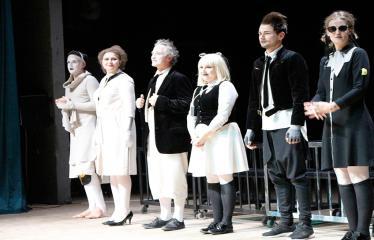 """Nacionalinės dramaturgijos festivalis """"Pakeleivingi"""" (2018) - Alytaus miesto teatras """"(Ne) vaikų žaidimai"""" - Aktoriai"""