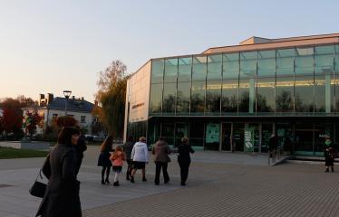 """Nacionalinės dramaturgijos festivalis """"Pakeleivingi"""" (2018) - Juozo Miltinio dramos teatras """"Rūkas virš slėnių"""" - Anykščių kultūros centras"""