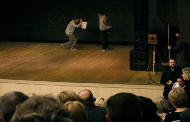 """Nacionalinės dramaturgijos festivalis """"Pakeleivingi"""" (2018) - Juozo Miltinio dramos teatras """"Rūkas virš slėnių"""" - Spektaklio pradžia"""