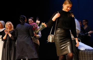 """Nacionalinės dramaturgijos festivalis """"Pakeleivingi"""" (2018) - Juozo Miltinio dramos teatras """"Rūkas virš slėnių"""" - Sveikinimai"""
