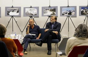 Susitikimas su rašytoju Valdu Papieviu Anykščių bibliotekoje - Valdas Papievis ir Darius Kuolys
