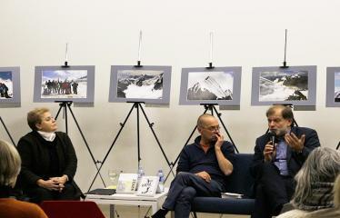 Susitikimas su rašytoju Valdu Papieviu Anykščių bibliotekoje - Elvyra Pažemeckaitė, Valdas Papievis ir Darius Kuolys