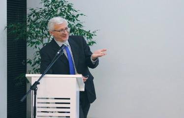 """Diskusija su prof. dr. Boguslavu Gruževskiu tema """"Socialinis jautrumas: šelpti ar investuoti?"""" - Prof. dr. Boguslavas Gruževskis"""