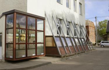 Reginos Sasnauskaitės tapybos darbų paroda - Gatvės galerijoje Reginos Sasnauskaitės darbai