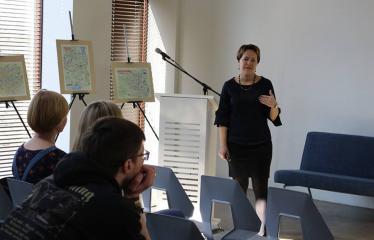 """Paskaita """"Kas slypi tarp eilučių: kūno kalbos ženklai"""" - Vilniaus universiteto docentė dr. Aistė Urbonienė"""