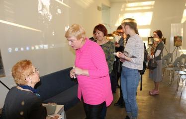 Aldonos Ruseckaitės knygos apie Salomėją Nėrį pristatymas - Autografai ir palinkėjimai