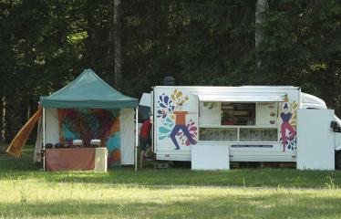"""Anykščių Miško festivalis (2019) / """"Niekas nenori išnykti"""" / Miško pamokos - Jogos mitybos autobusiukas"""